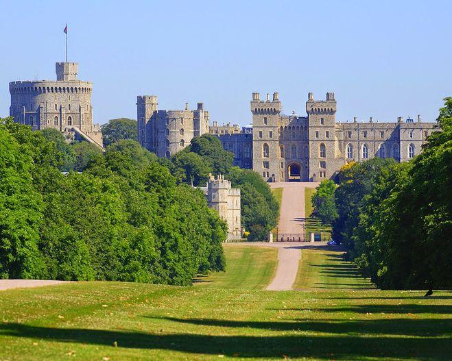 Виндзорский замок, резиденция британской королевской семьи.